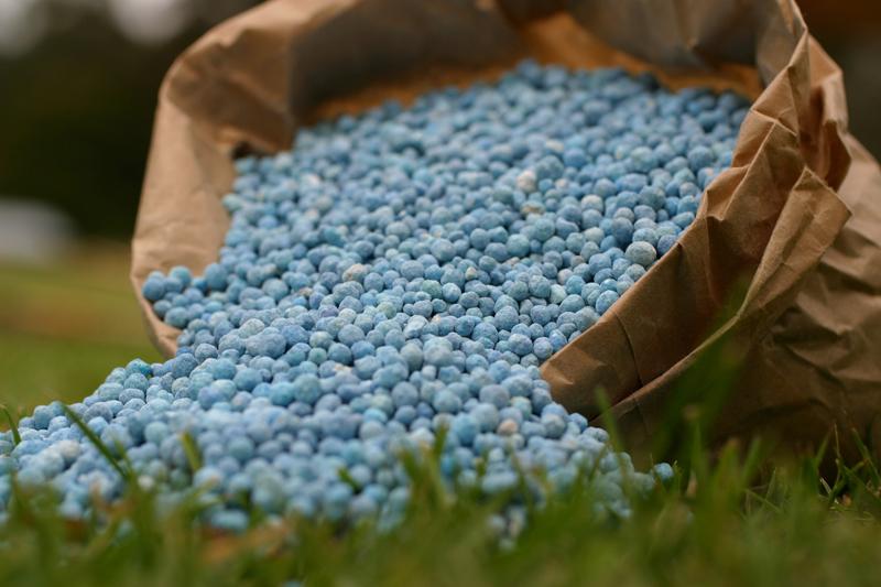 """صورة """" الزراعة"""" تقاعس الشركات في توريد حصصها المقررة السبب في أزمة الأسمدة"""